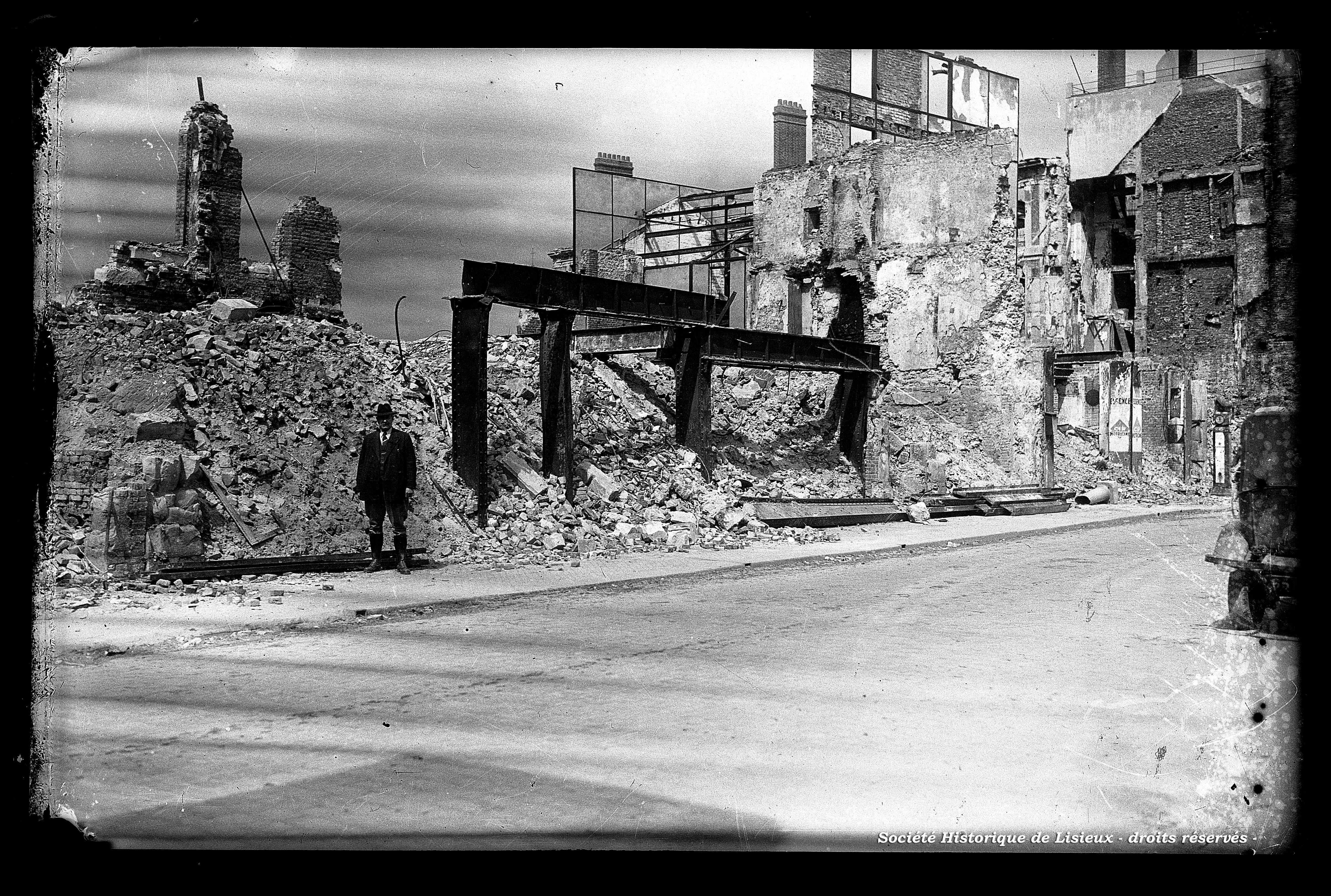 Décombres de bâtiments, dont industrie (photos n°653, 658 à 661)