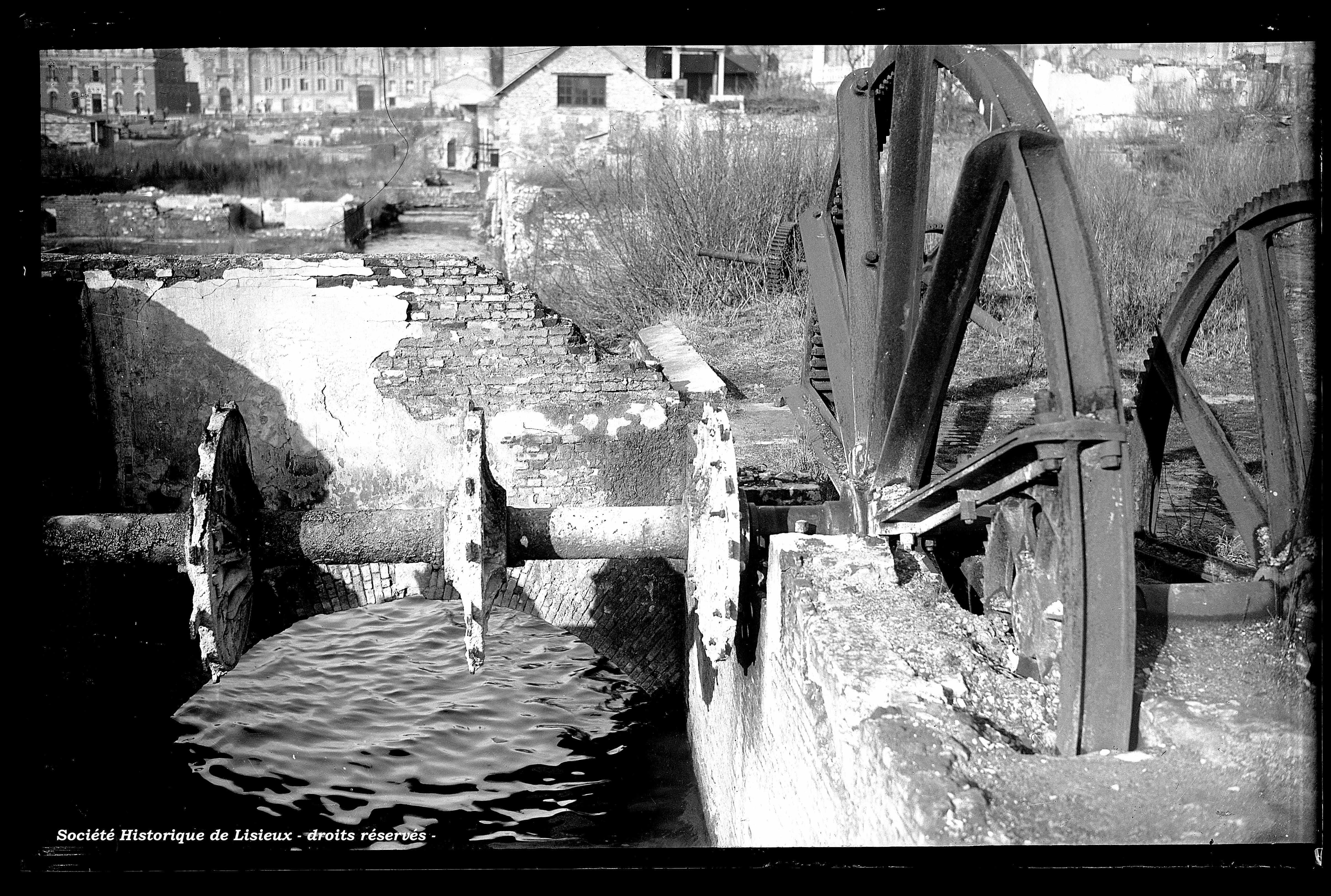 Restes du moulin de la rue aux Fèvres (photos n°927, 928 et 936).