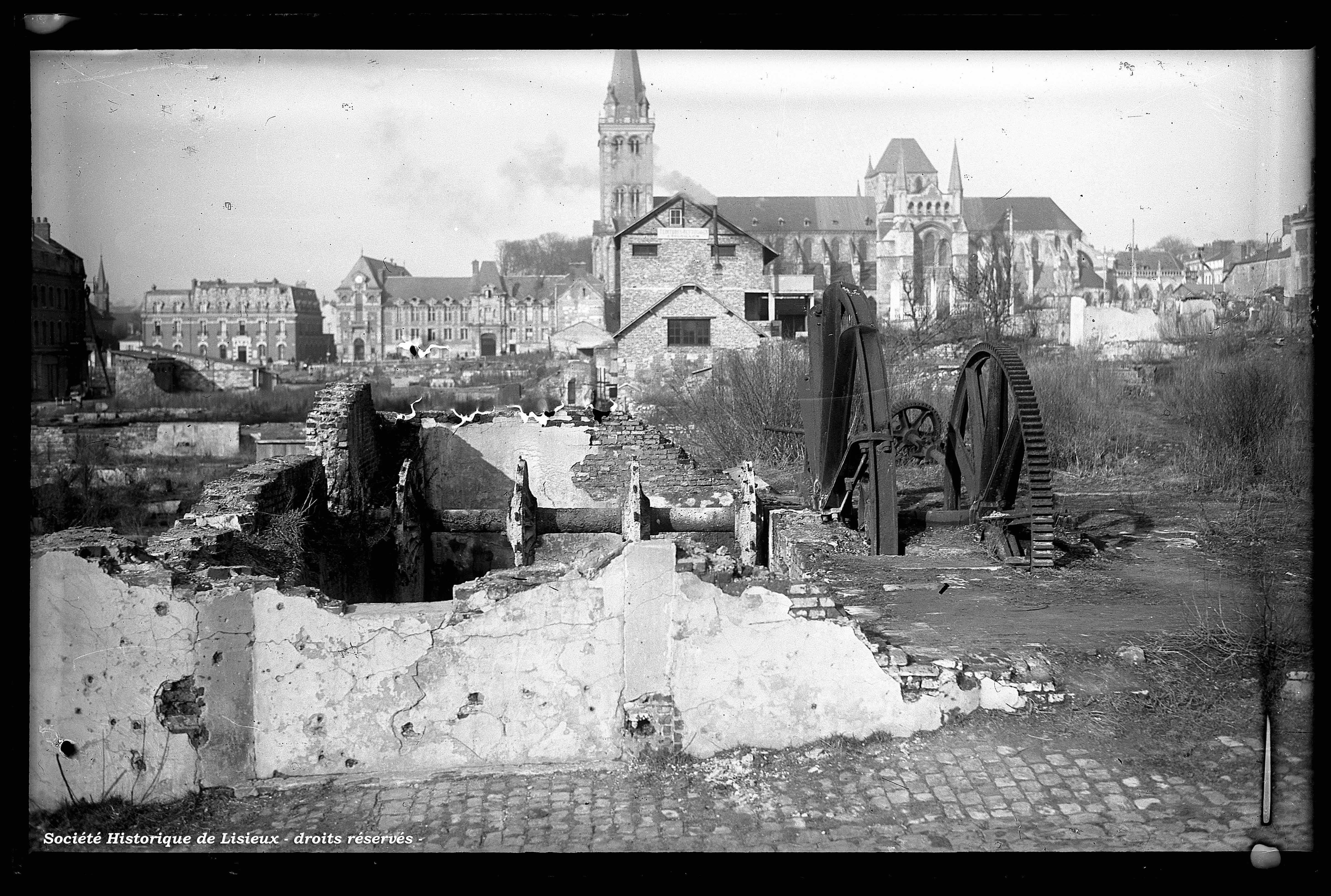 Vues partielles de l'îlot 8 avant reconstruction du quartier (photos n°926 et 929)