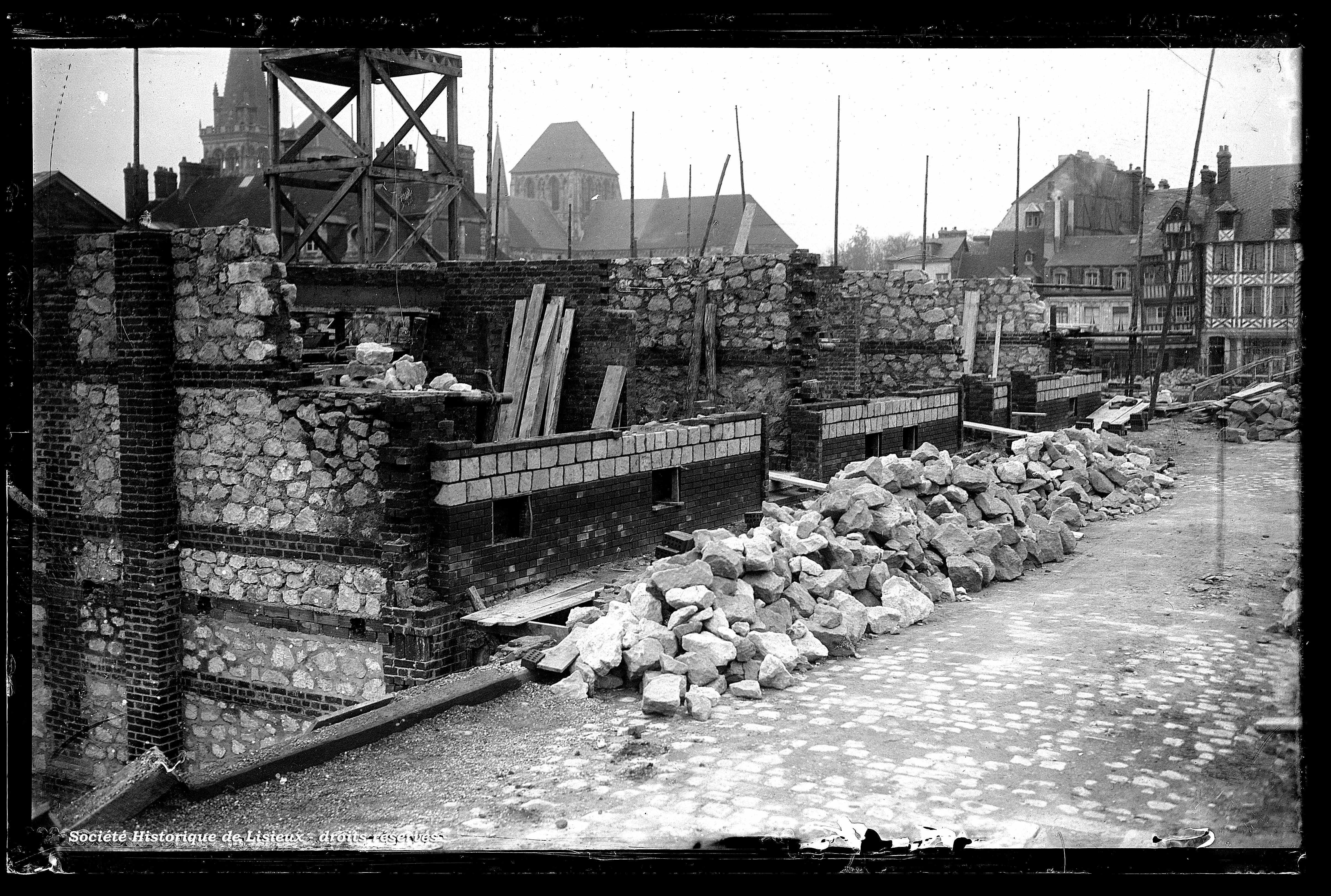 Chantier de construction, rue Aristide-Briand (photos n°563, 1122, 1124 et 1125)