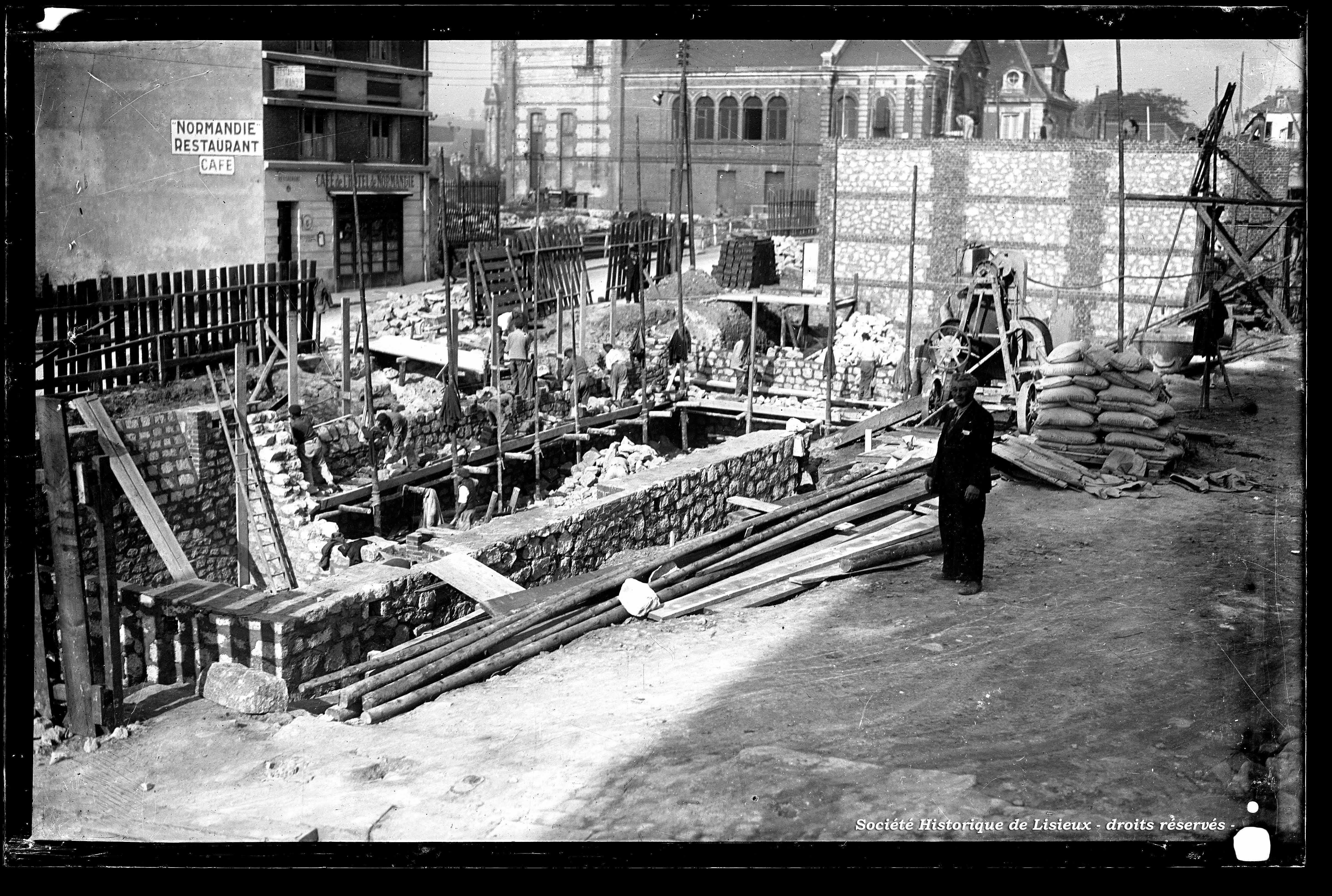 Chantier de construction entre la rue Aristide-Briand et la rue au Char (photos n°570, 1111, 1262 à 1265, 1267 et 1270)